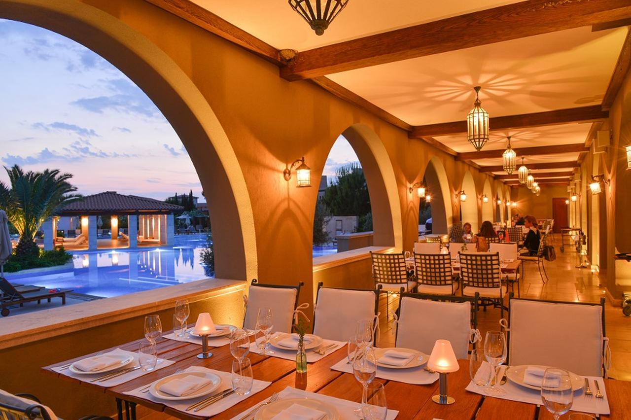 画像: 新鮮なシーフードを使ったギリシャ料理が堪能できるレストラン「Armyra by Papaioanou」