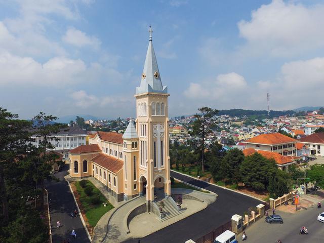 画像: ダラット大聖堂 写真提供:日本アセアンセンター