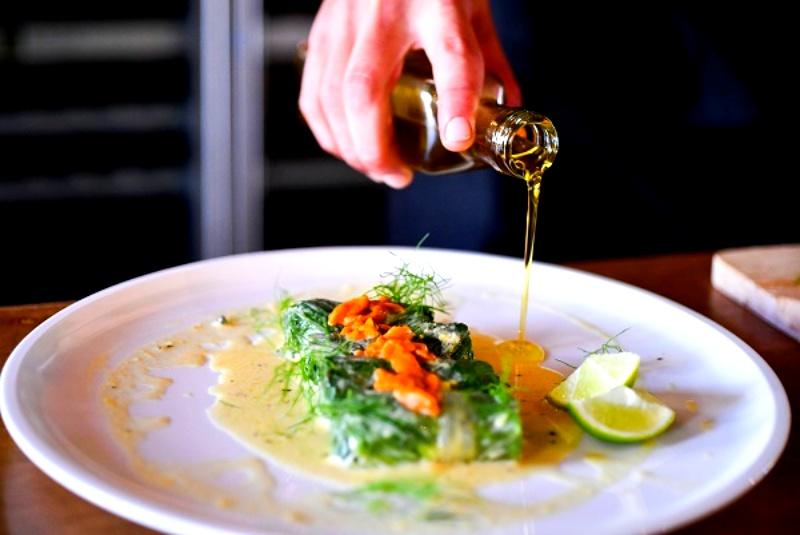 画像: 地元メッシニア地方の伝統料理が楽しめるレストラン「Kooc」