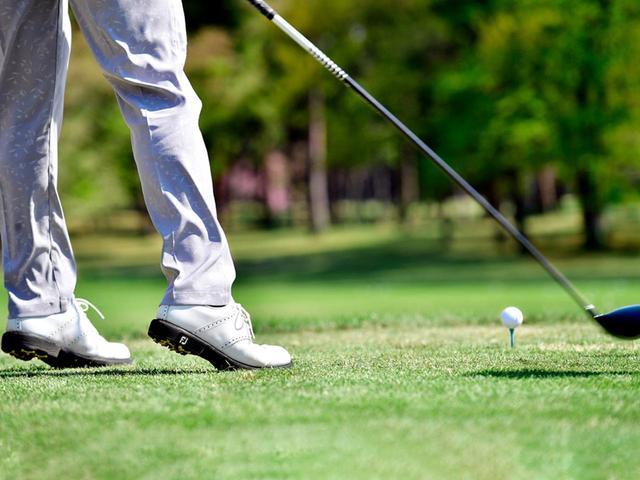 画像: 床反力を使ったインパクト。左ひざが自然に伸びる