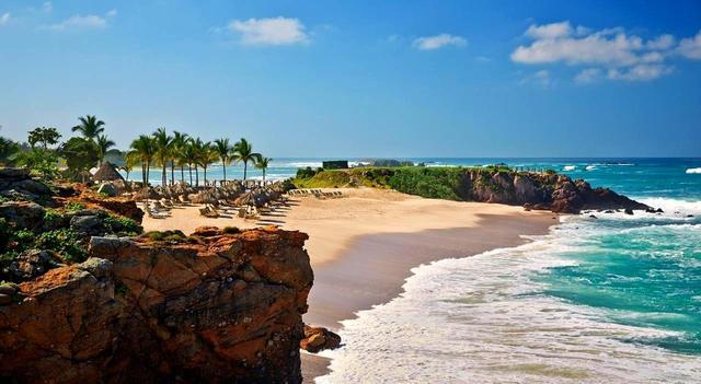 画像: 波の音を聞きながら、プライベートビーチでのんびり過ごすのもお勧め。