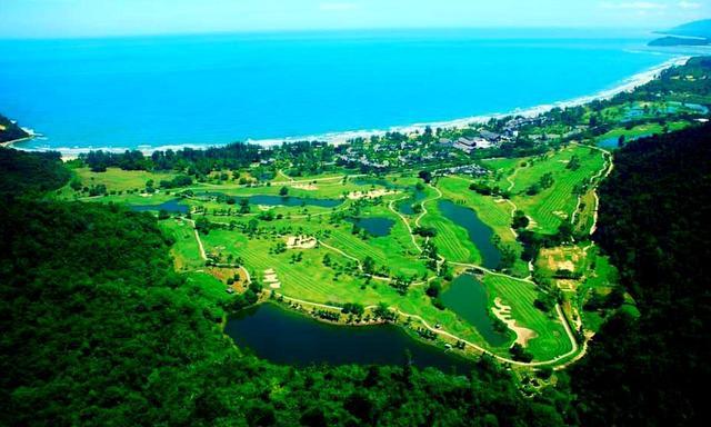 画像: キナバル山頂からみたネクサス ゴルフリゾート カランブナイ
