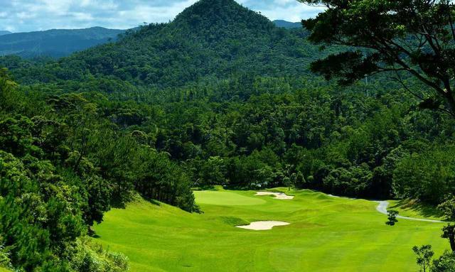 画像: アウトのウッド9ホールは沖縄の大自然を回る山岳コース