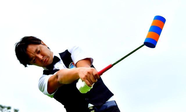 """画像: 【練習器具】プロのようなフォローができる。スライスが直る。球がつかまる。素振りギア""""SWING10""""。 クラブ設計家、山代谷哲男が製作 - ゴルフへ行こうWEB by ゴルフダイジェスト"""