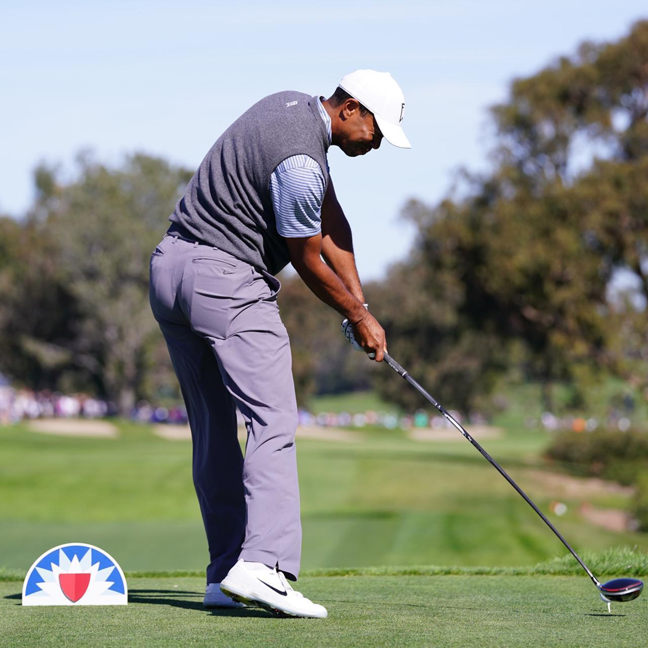 画像: 体の正面でボールを捉え、右かかとの上りが遅くなった