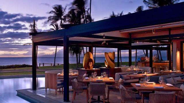 画像: プールサイドレストラン