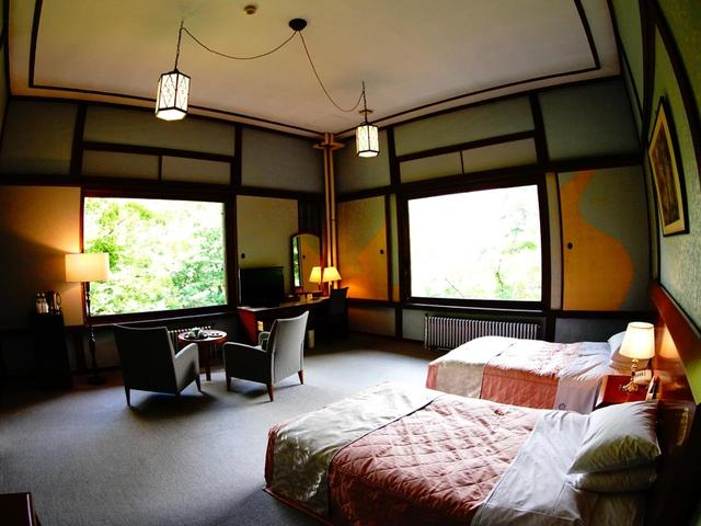 画像: 本館・新館・別館等を持つ全71室のリゾートホテル。写真の部屋(別館)は景観も素晴らしい