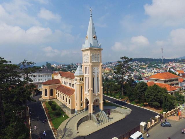 画像: ダラット大教会(写真提供:日本アセアンセンター)