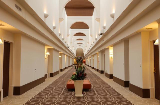 画像: 「サンヒルズホテル」には、シングル、ツイン、スイート、和室など、さまざまなタイプのルームがそろう