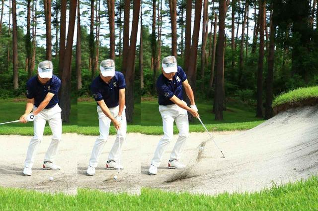 画像: ボールの手前から払い打って、砂をなるべく薄く取るとやわらかくて高い球になる。