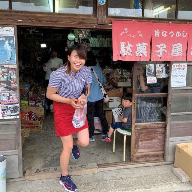 画像: 渋野行きつけの駄菓子屋「坪井商店」は、地元の子供たちだけでなく全国から駄菓子屋ファンが訪れる聖地的な存在