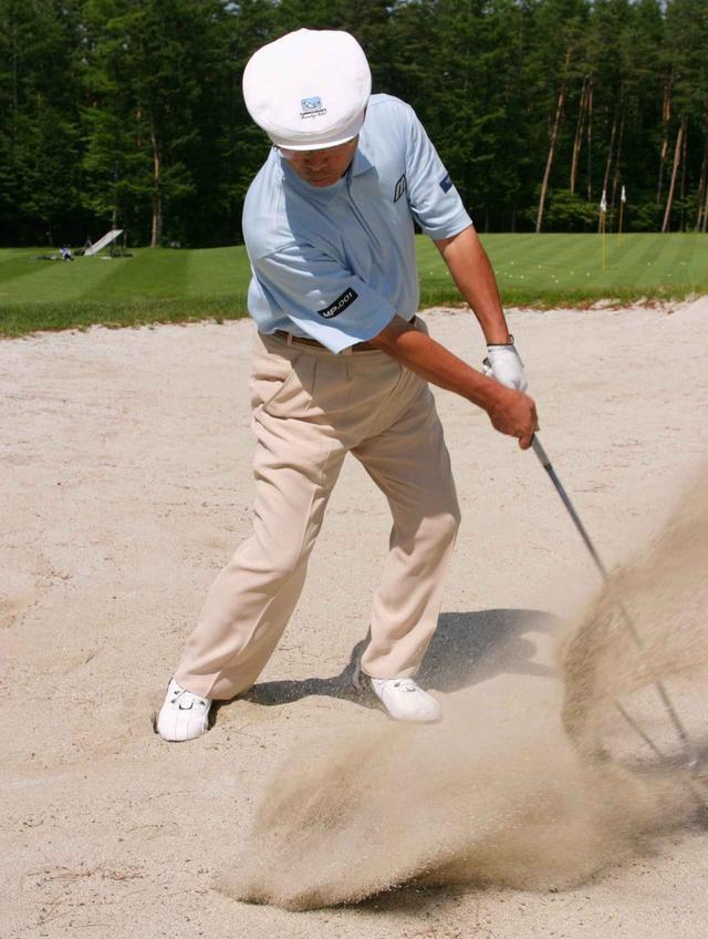 画像: 河口湖CC所属だった陳清波のバンカーショット。大神田さんは砂を薄くとる技術を直接見て吸収した