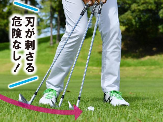 画像: ボールの手前からソールをすべらせて、払い打つイメージ。打ち込むよりもヘッドが抜けやすく、ボールの下をくぐるミスも防げる