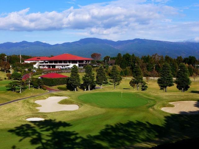 画像: 静岡県富士山南麓に広がる東名CC 近年の改造により、すべてベントの1グリーンになった