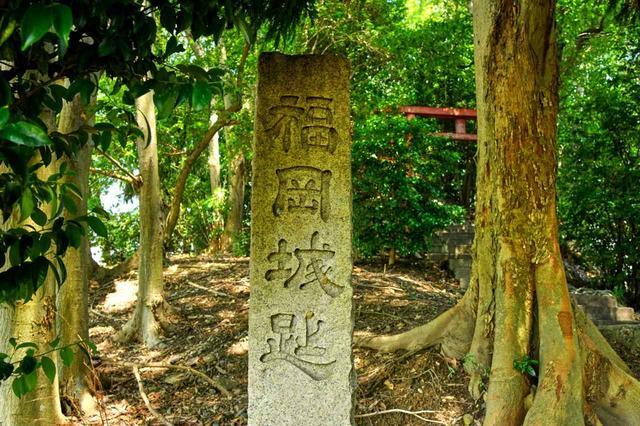 画像2: 長船のコースを見守る鎮守さまは、福岡城址でもあります