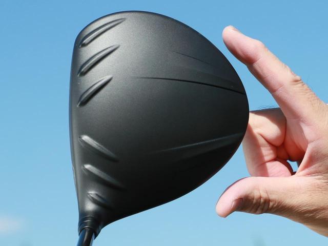 画像: 新反発素材「T9S+」を採用したフォージドフェースなので、インパクトで大きくたわんでボールの初速がアップするだけでなく、ブレも抑える。また打感と打音も改良され、ボールを弾くだけでなく、包み込むような気持のいいインパクトが得られる