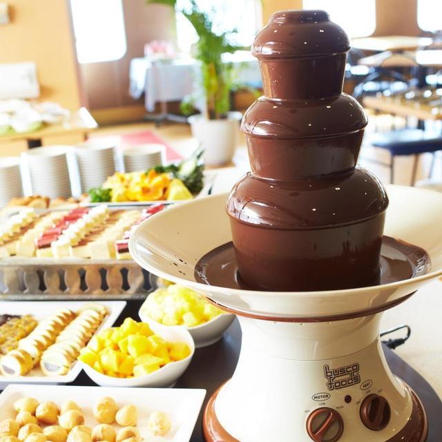 画像: チョコレートフォンデュなどデザートも充実
