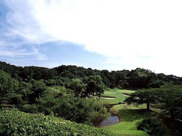 画像: 5番ホール(155㍎・パー3)池越えの美しいパー3で日本庭園の趣きがある。