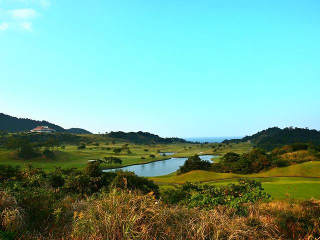 画像1: 青島GC(18H・7018Y・P72)なだらかな丘陵地に展開