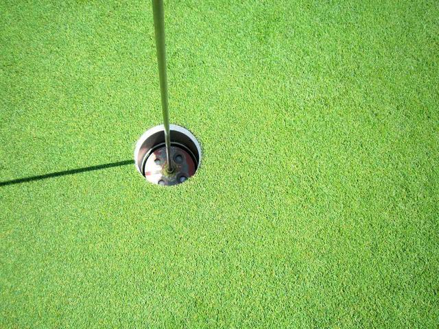 画像: グリーン芝はベント(ペンクロス)。常時9~10フィートの速さ