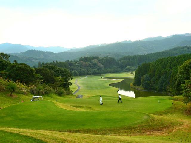 画像2: 青島GC(18H・7018Y・P72)なだらかな丘陵地に展開
