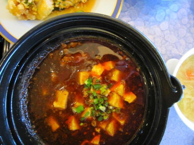 画像: 四川麻婆豆腐と油淋鶏 1,950円(税込)スープ、ライス、デザート付き