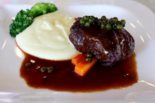 画像1: ステーキ、温野菜、チキンソテー、根菜のポタージュ…クラブハウスのレストランメニュー