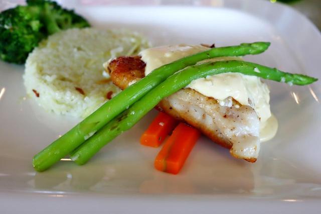 画像2: ステーキ、温野菜、チキンソテー、根菜のポタージュ…クラブハウスのレストランメニュー