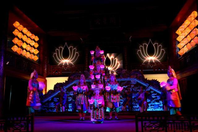 画像: 王朝文化を再現したステージは毎日開催