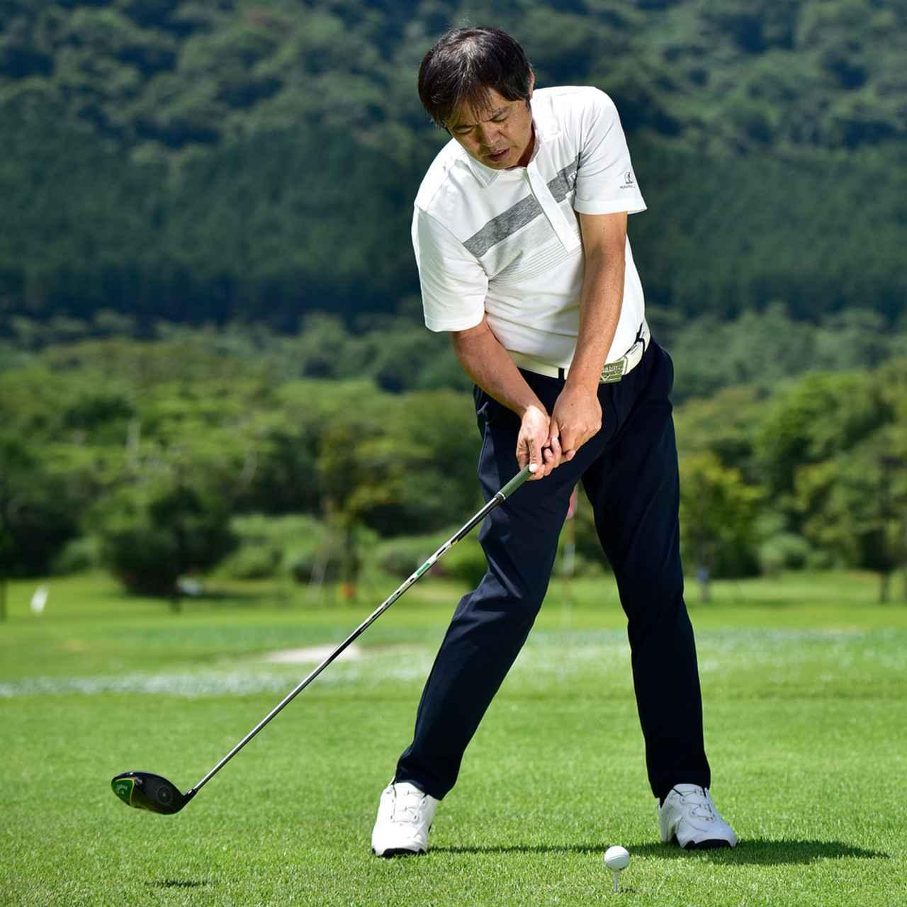 画像: 「ゆるやかな入射角からヘッドを低く長く動かすインパクトでボールを押していく。左腕を引き付けることでインパクト後は自然にアッパー軌道に」