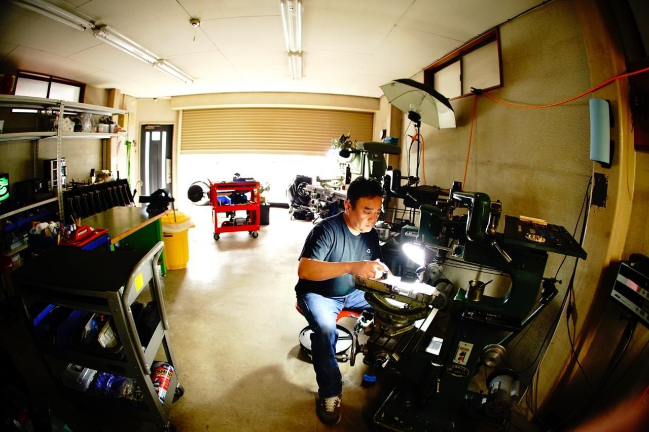 画像: 住宅街にあるガレージで超高精度なパターは生み出される