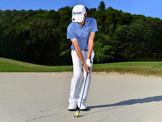 画像2: ズズズッとヘッドを引きずってボール下の砂を取る感触を確かめていく