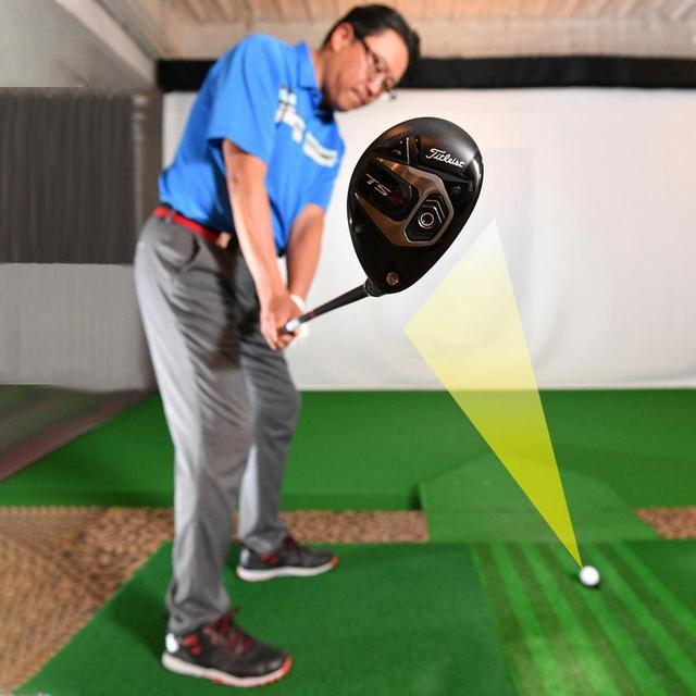 画像: 「テークバックでシャフトが地面と平行になった時点でも、フェースをボールに向けておくぐらいの意識が必要。後方から見たときに、フェースと体の前傾角度が揃っていればOKです」