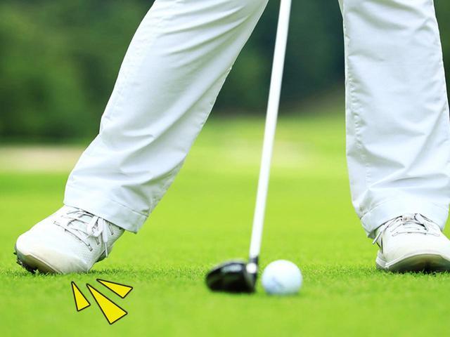 画像: ダウンスウィングでは右足の内側を、踏み込むように動かす。