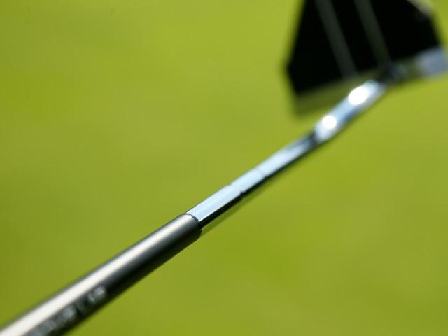 画像: Point.1 複合シャフトでヘッドの挙動が安定