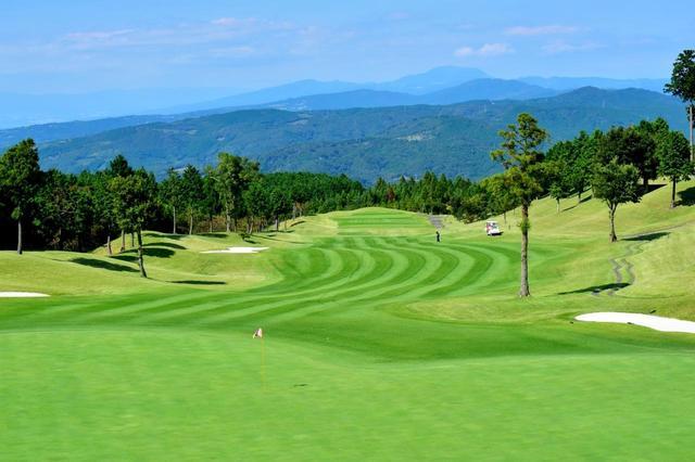画像: 平均的なゴルフ場の1.5倍の敷地があり、どのホールもたっぷりと距離がある。6タイプのティーイングエリアが用意されているので初心者から女性、上級者まで誰でもラウンドが楽しめる
