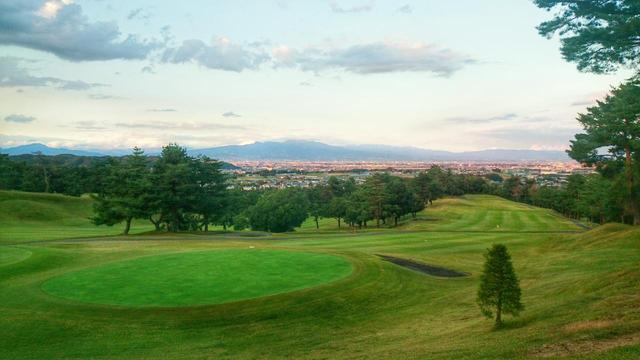 画像: 東コース6番(381Y・P4)赤城山の眺め