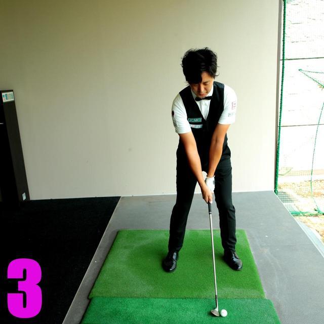 画像4: マットの外(シンキングボックス)からスタート。ヒッティングボックスに入ったら1、2、3で構えて4で始動。2つのボックスを明確にし、後者ではリズムだけを感じる訓練になる