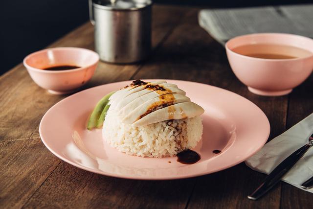 画像: 代表的なタイ料理のひとつ「カオガンマイ(鶏飯)」も中国の食文化の影響が色濃い