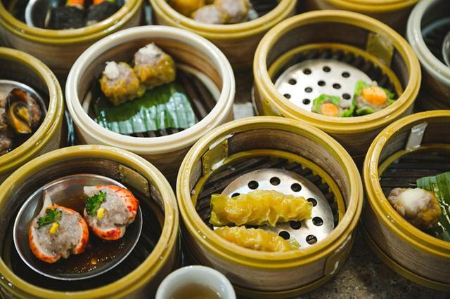 画像: 新鮮な魚介をふんだんにつかったタイの蒸し料理