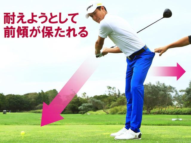 画像: 腰は切れるだけ切ればいい。体がボール方向に動くと体の前のスペースがなくなり、詰まってしまう。左お尻のポケットを引っ張られる感覚で腰を回転させていく