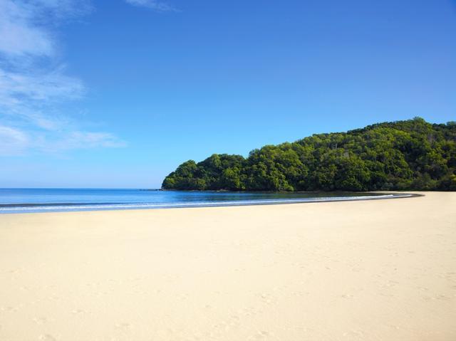 画像2: 朝、夕方の美しいビーチ散策もおすすめです