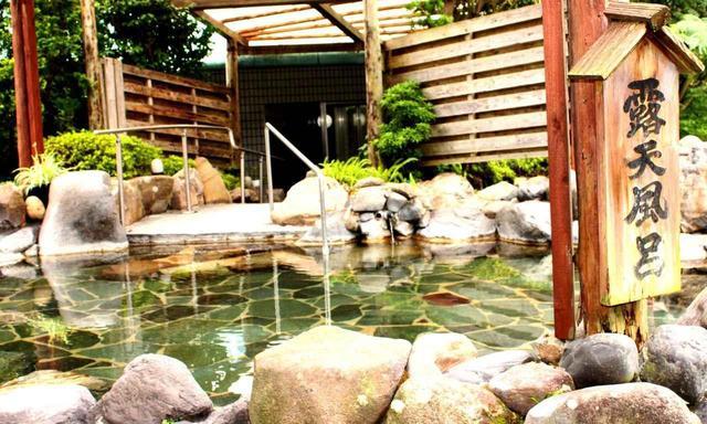 画像: 初日に宿泊するホテル祁答院の露天風呂
