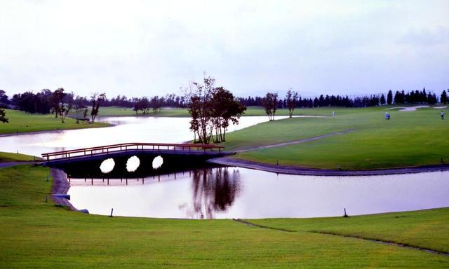 画像3: レイクウッドゴルフクラブ(東コース18H・6524Y・P72、西コース18H・6755Y・P72)。設計は米国人デザイナーのT・ロビンソン