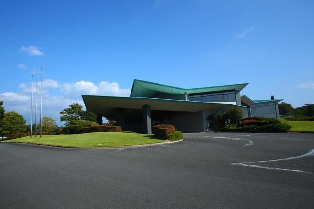 画像: クラブハウス。隣りには姉妹コースのホウライカントリー倶楽部