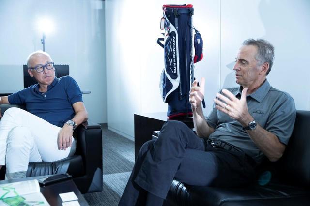 画像: (左)パーリーゲイツなどを扱うTSIグルーヴアンドスポーツの仙座社長 (右)サンマウンテン社・社長エド・コバチェック