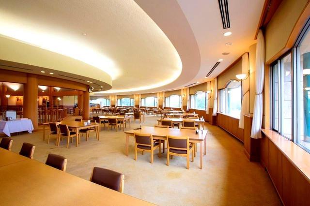 画像: コースを見渡せるレストラン