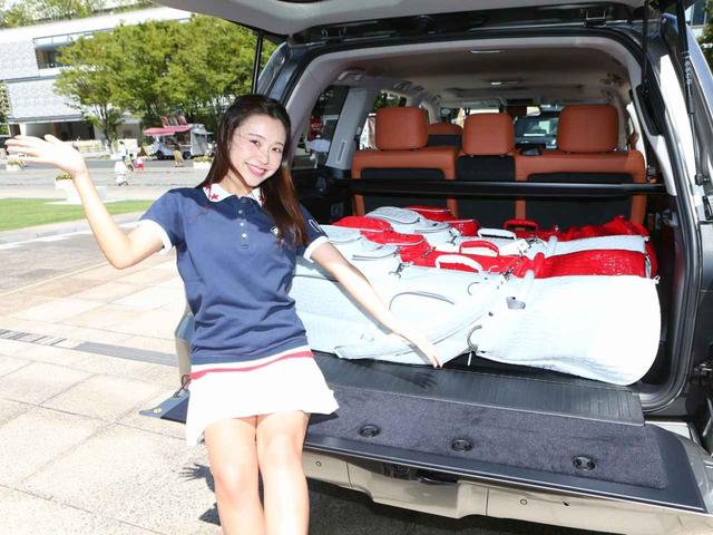 画像: 「どうですか! この積みっぷり。2列シートなので荷物はキャディバッグの上ですね」