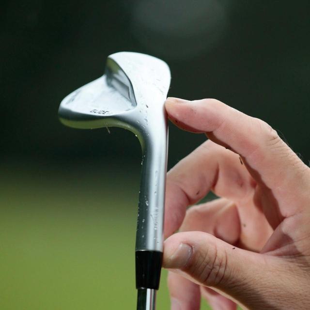 画像: 長いネックでスピンのかかりやすい高重心。重心距離が短く操作性も高い