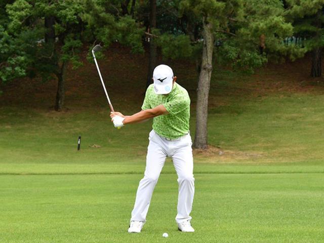 画像4: 【右脳ゴルフ②】桑原克典プロが気づいた技術の原点。自分の前からクラブを外さず振るだけ